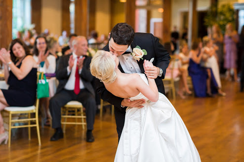 Greensboro_nc_wedding_photographer_Jodi_gray_colonnade-176.jpg