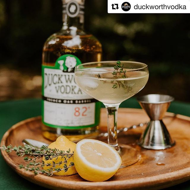 #Repost @duckworthvodka ・・・ For #NationalVodkaDay ditch the lemon drop and upgrade to the Lemon Duck, our elevated riff on a lemon drop made with agave syrup, fresh lemon juice, Duckworth's French Oak Vodka and thyme. ⏪⏪Swipe left to see the recipe step by step. And sip this one, don't shoot it. • 1 ounce Duckworth French Oak Vodka ½ ounce Triple Sec ½ ounce of equal parts fresh lemon juice and agave syrup, mixed 2 to 3 ounces of sparkling water Mix all ingredients. Pour over ice.  Garnish with a sprig of thyme. Sip, don't shoot. • • • • #vodka #duckworthvodka #frenchoakvodka #texas #texasvodka #dallasdistillery #dallasvodka #bartender #cocktail #mixologist #dallas #austin #adultbeverage #cocktails #smoothvodka #bestvodka #lemondrop #vodkaday