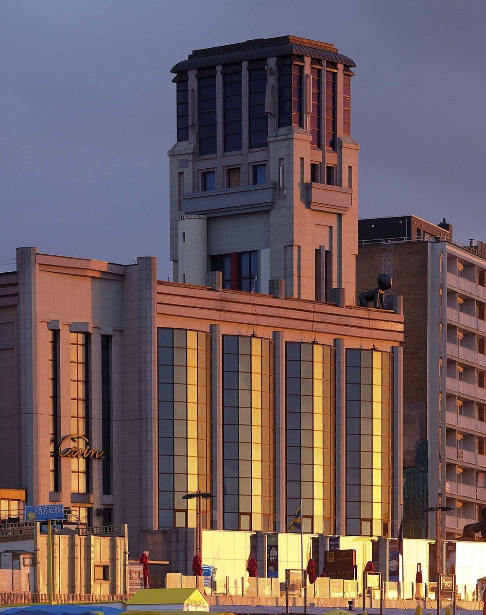 s-025-casino-bij-avondlicht.jpg