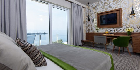 Hotel Ariston Promotions - Plenty of special offers & packages to choose from: • Romantic Escape for 2 • Honeymoon Bliss • Relax & Rejuvenate • Travellers Package
