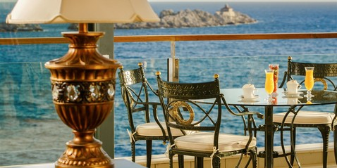 Royal Princess Hotel Promotions - Treat yourself as royalty in this magical place... Choose between: • Royal V.I.P. Package • Majestic Royal V.I.P. Package