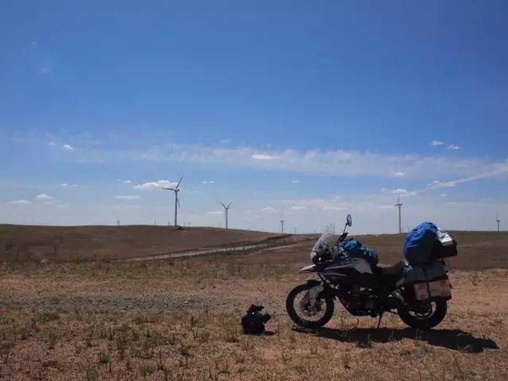 恐龙:某日报汽车版主编   摩托车环游中国100天