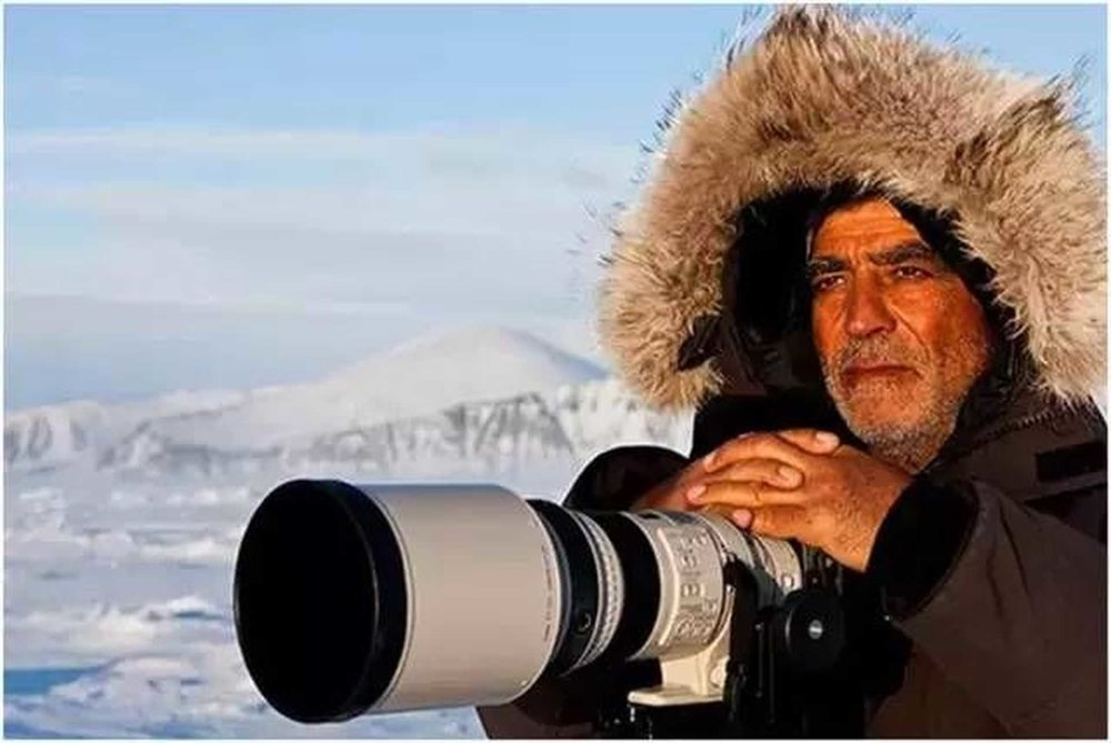 Amos Nachoum: famous wildlife photographer    He is the ocean giant, still single ...