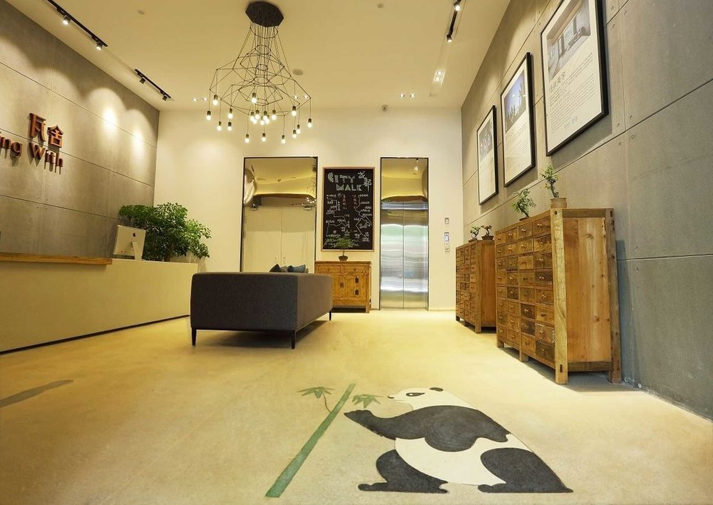 成都宽窄巷子瓦舍旅行酒店 - http://www.chengdutravellingwith.com/青羊区同心路171号电话: 028-83993607/1776051028  Email: chengdu@travellingwithhotel.com