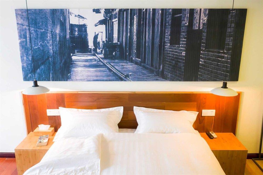 Chongqing Travelling With Hotel (Jie Fang Bei) - http://www.chongqingtravellingwith.com/5th Floor, Yuya Mansion, 7 Zhongxing Road, Yuzhong DistrictChongqingReception Email:chongqing@travellingwithhotel.com