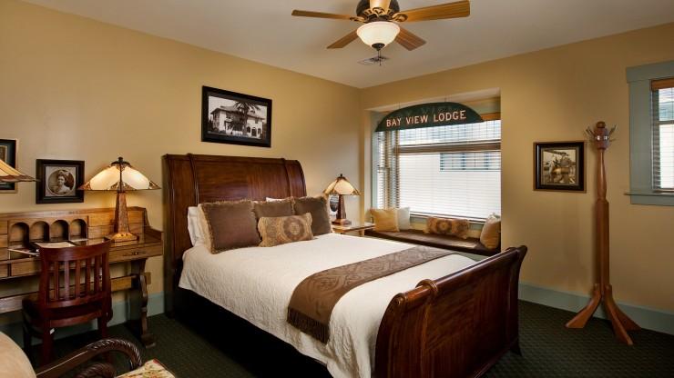1906-lodge-historic-lodge-rooms-bedroom-1846-740x416.jpg