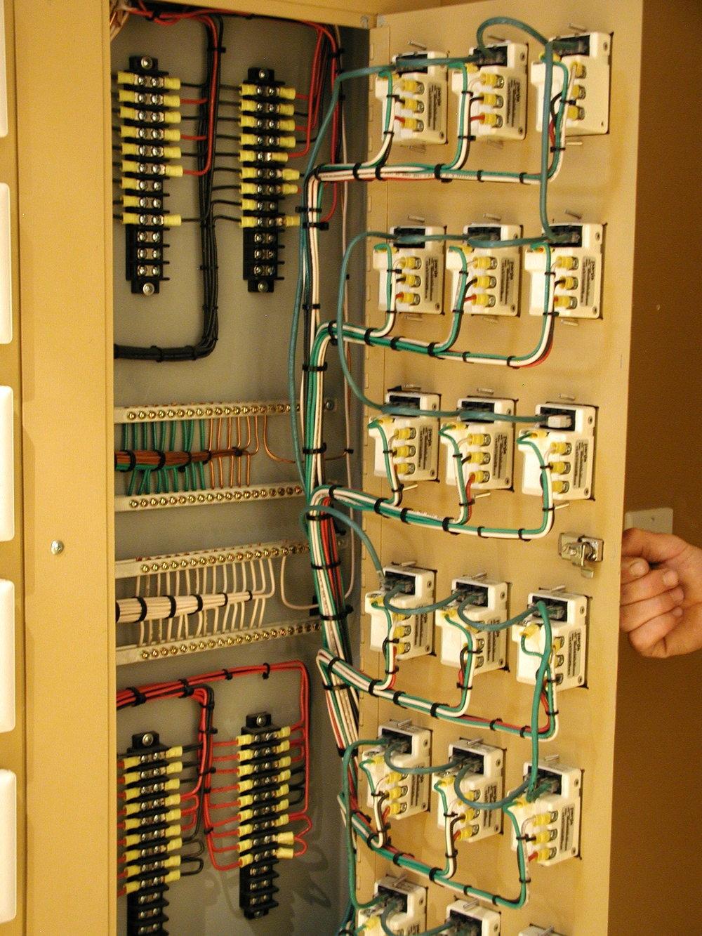 14_Electronics Rm.jpg