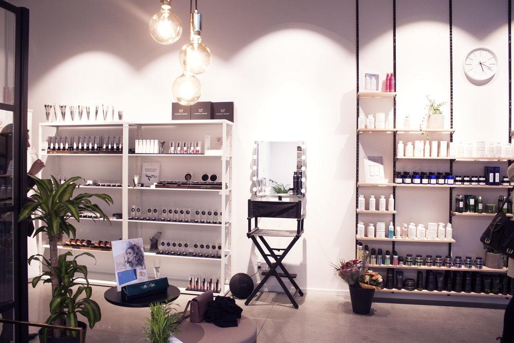 Nooz_interior_shelves.jpg