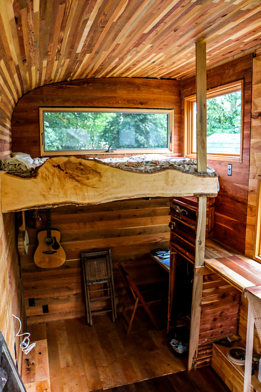 Snails Away: The Fiddlin' Snail Tiny Home - Loft and Study