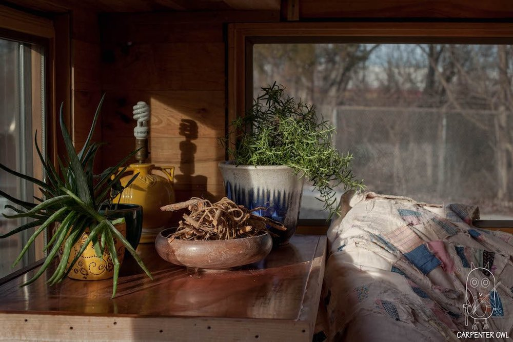 Snails Away: The Fiddlin' Snail Tiny Home - Seating Alcove