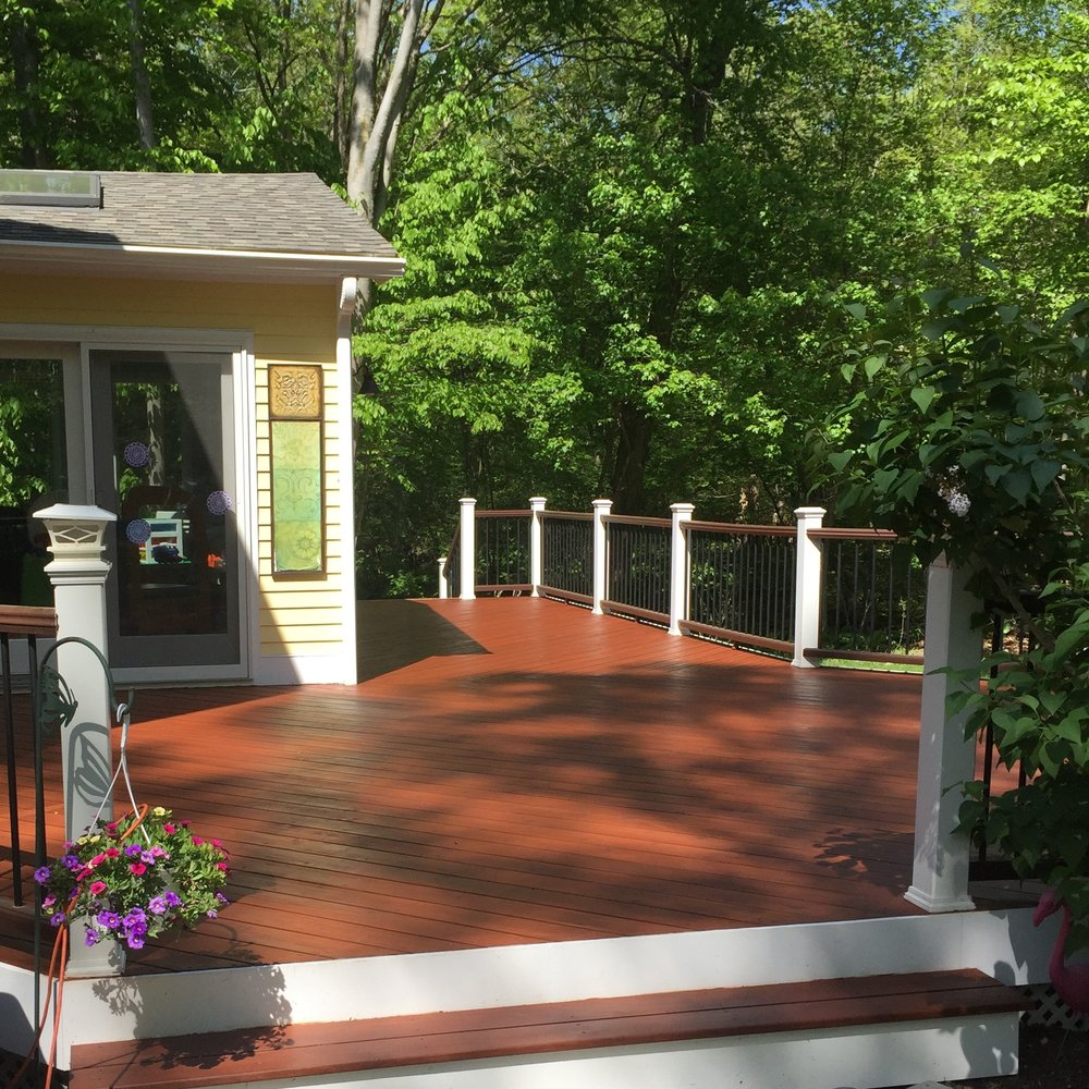 Deck Savers : Powerwashing and staining decks in Connecticut