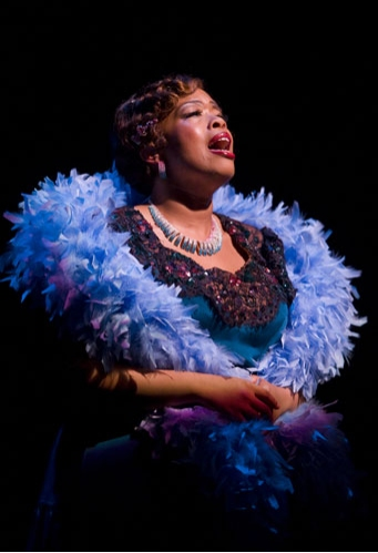 Angela Grovey as Nell in AIN'T MISBEHAVIN'