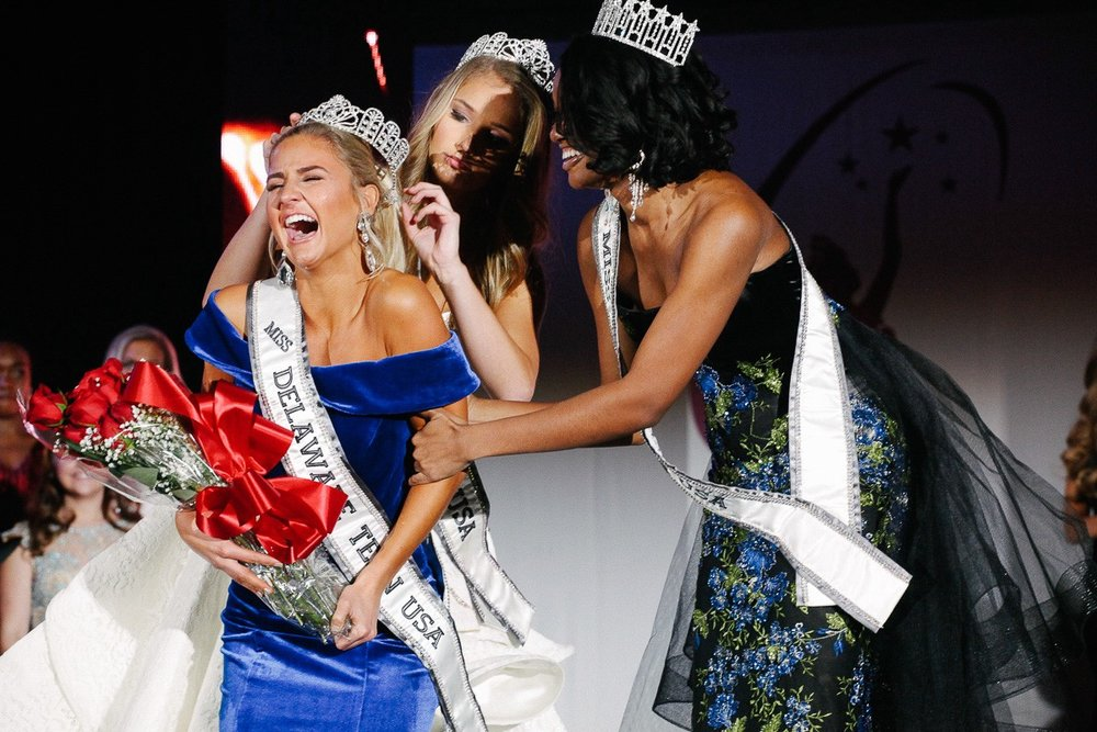Winner of the 2018 Miss Delaware Teen USA Brynn Close given the crown by Grace Lange.