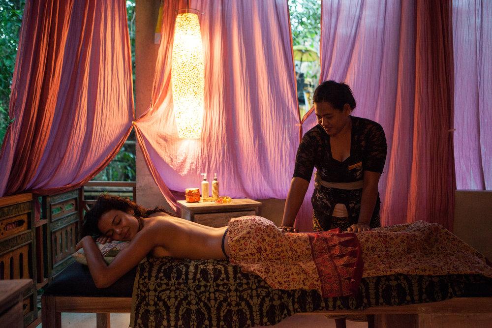Massage & Sauna -