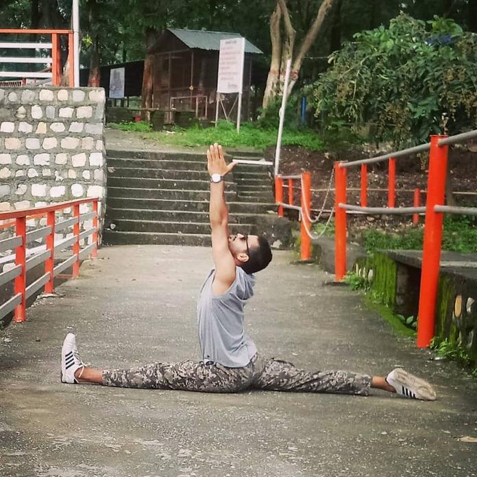 Ankit doing the splits.PNG