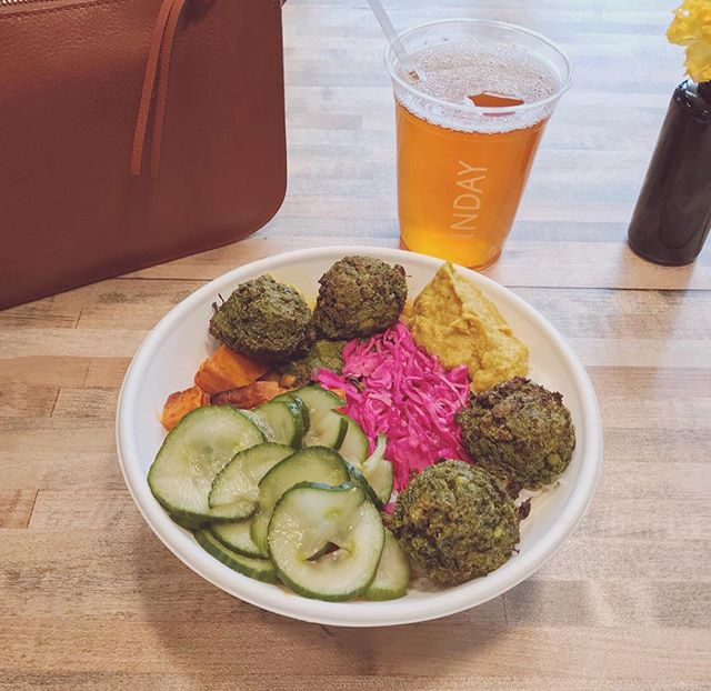 NYC, I love you & all your delicious eats. Plant-based goodness @inday_nyc 😋 GF + DF 〰️ baked falafel, slaw, turmeric hummus, cucumbers mmmm . #DREAMERIEnourishment #thedreamerie #dreamerienyc
