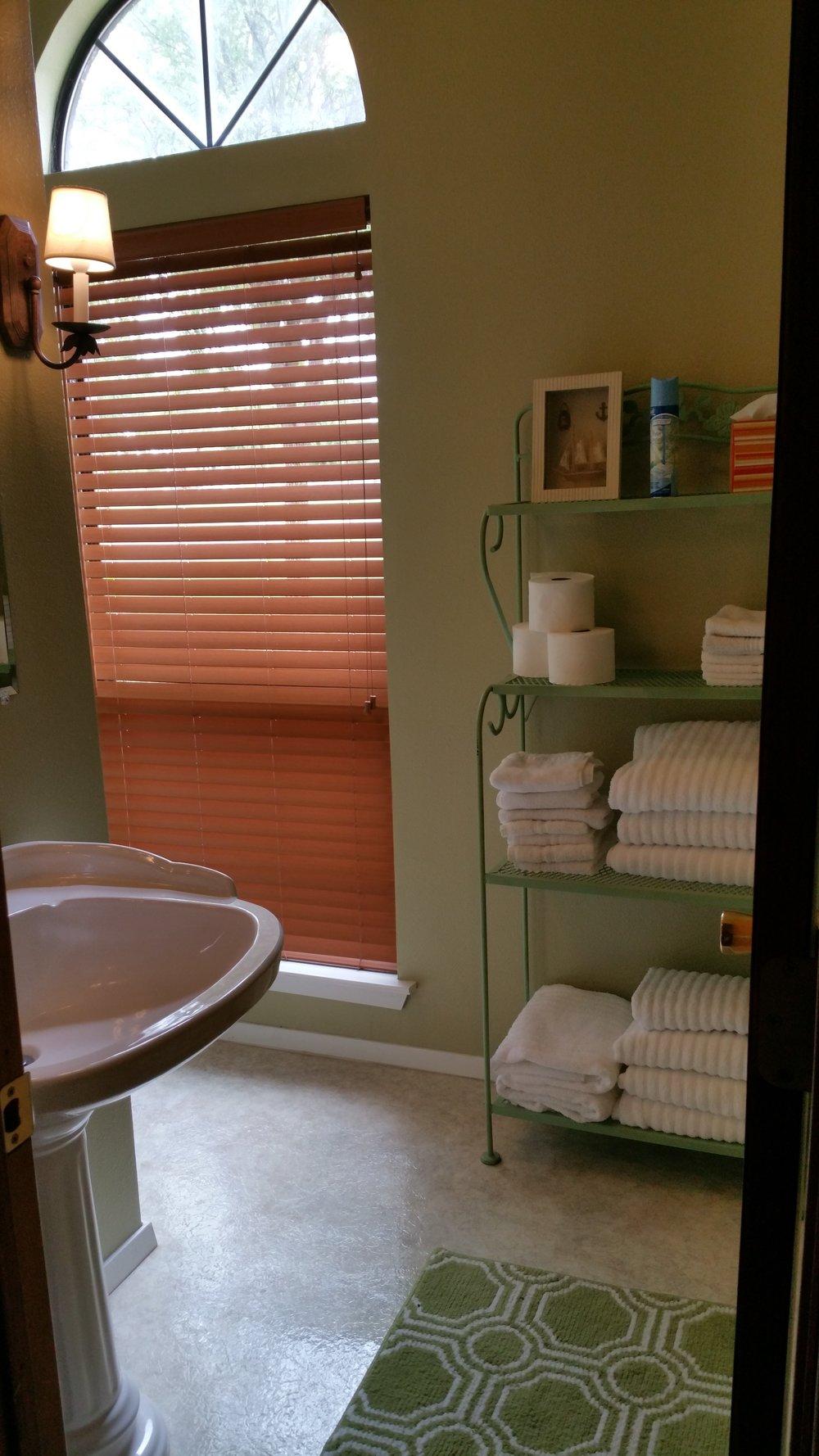 L2 small bath.jpg