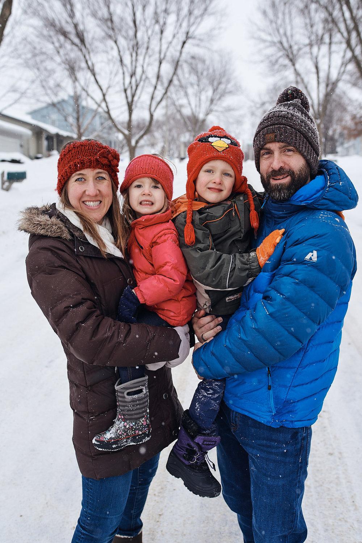 Snowy Family Portrait Photoshoot | Photo by BillyBengtson.com