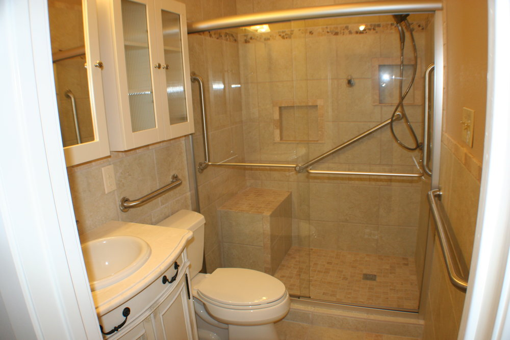 TUBTOSHOWERS CONVERSIONS EZACCESSBATHROOMS.COM 8322028453 LANGFORD 027.JPG