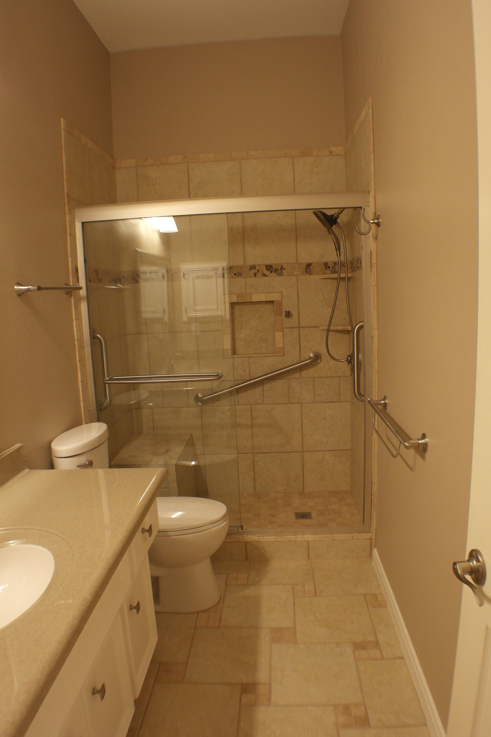TUBTOSHOWERS CONVERSIONS EZACCESSBATHROOMS.COM 8322028453 COKER 046.JPG