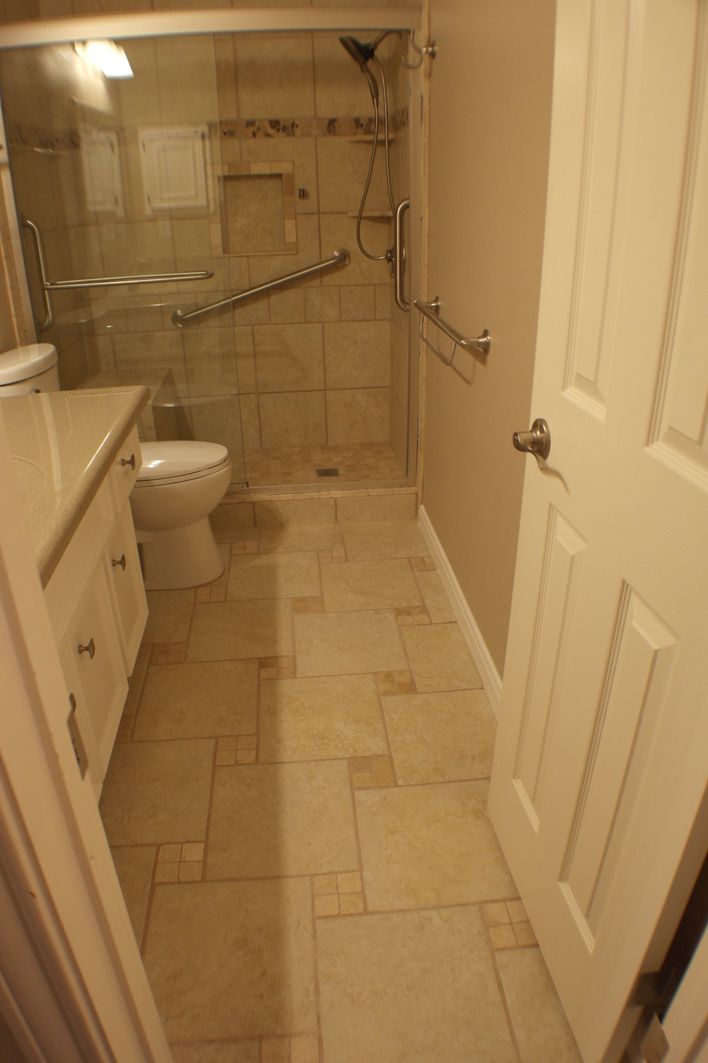 TUBTOSHOWERS CONVERSIONS EZACCESSBATHROOMS.COM 8322028453 COKER 052.JPG