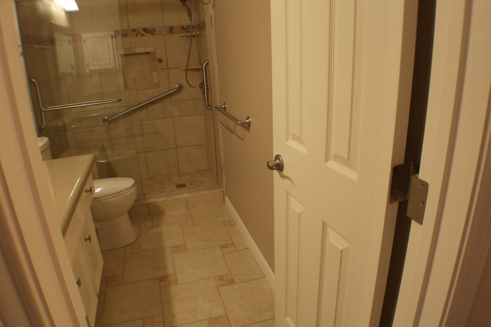 TUBTOSHOWERS CONVERSIONS EZACCESSBATHROOMS.COM 8322028453 COKER 053.JPG