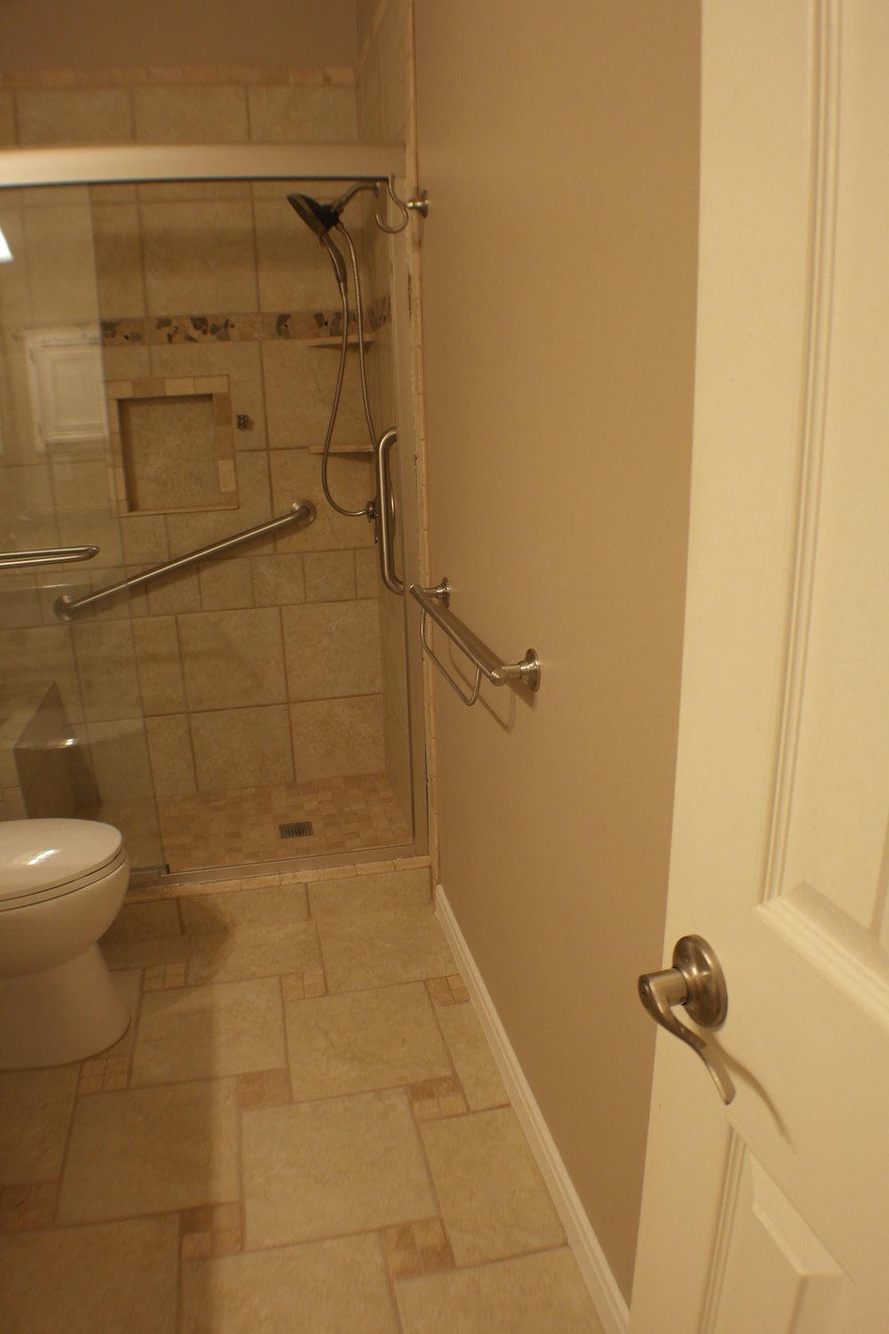 TUBTOSHOWERS CONVERSIONS EZACCESSBATHROOMS.COM 8322028453 COKER 054.JPG