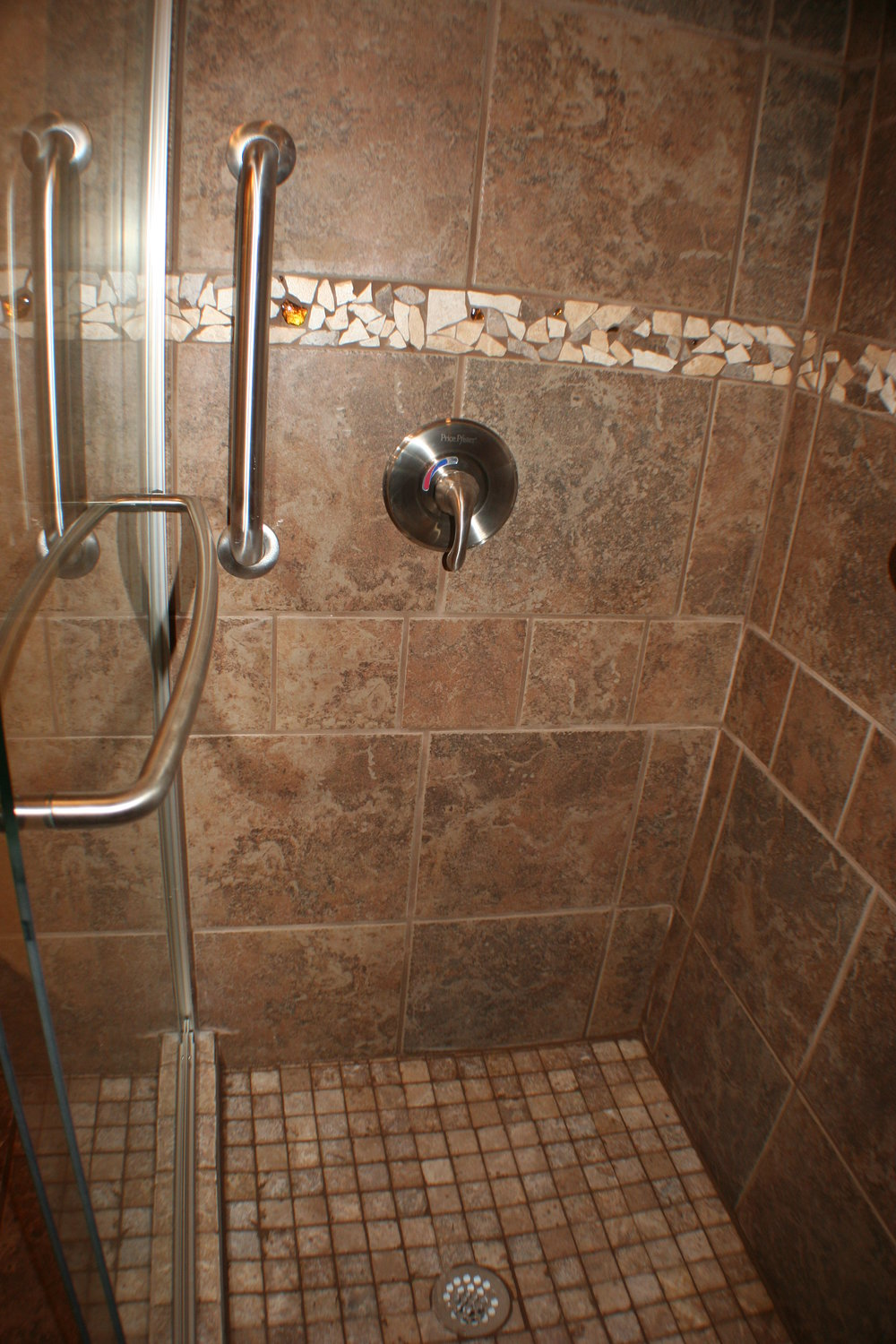 TUBTOSHOWERS CONVERSIONS EZACCESSBATHROOMS.COM 8322028453 THAMES 022.JPG