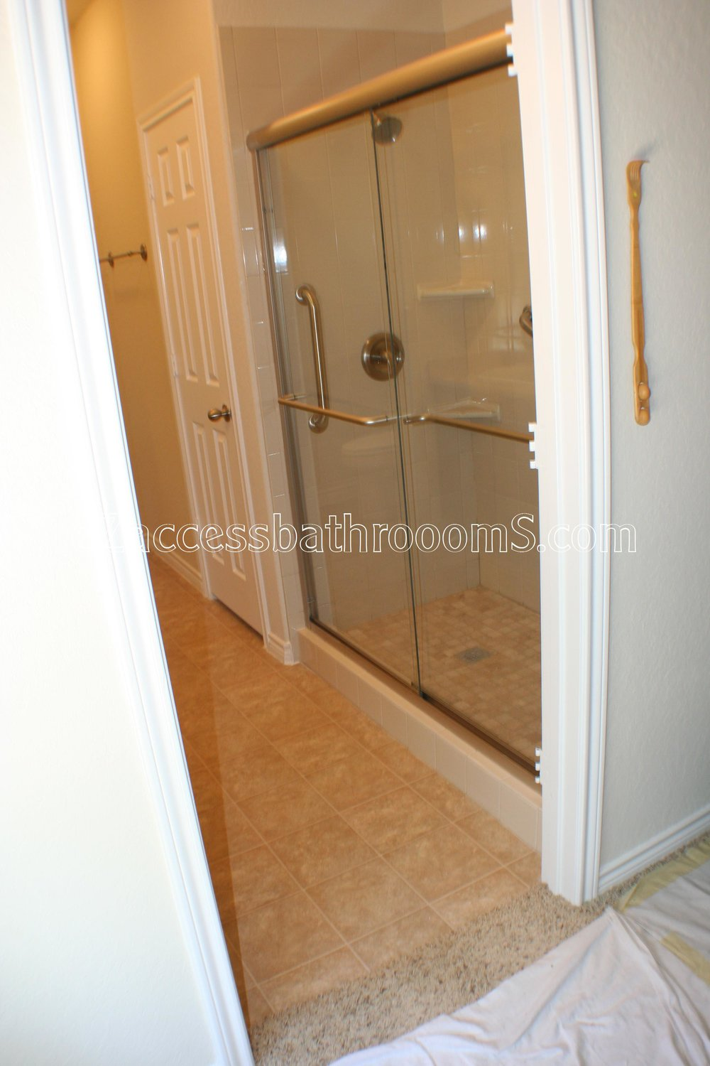 TUBTOSHOWERS CONVERSIONS EZACCESSBATHROOMS.COM 832202843 BRYANT 111.JPG