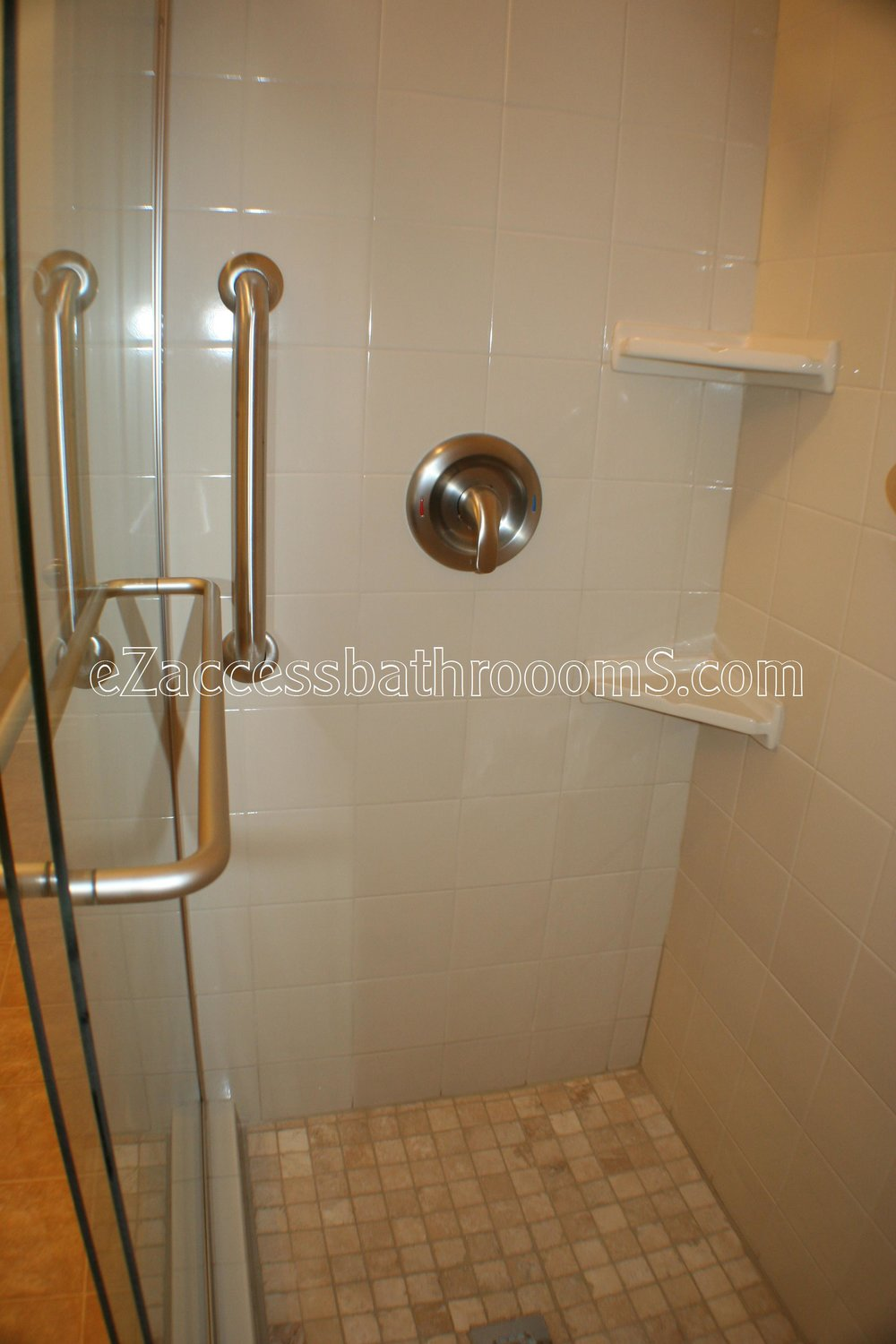 TUBTOSHOWERS CONVERSIONS EZACCESSBATHROOMS.COM 832202843 BRYANT 139.JPG