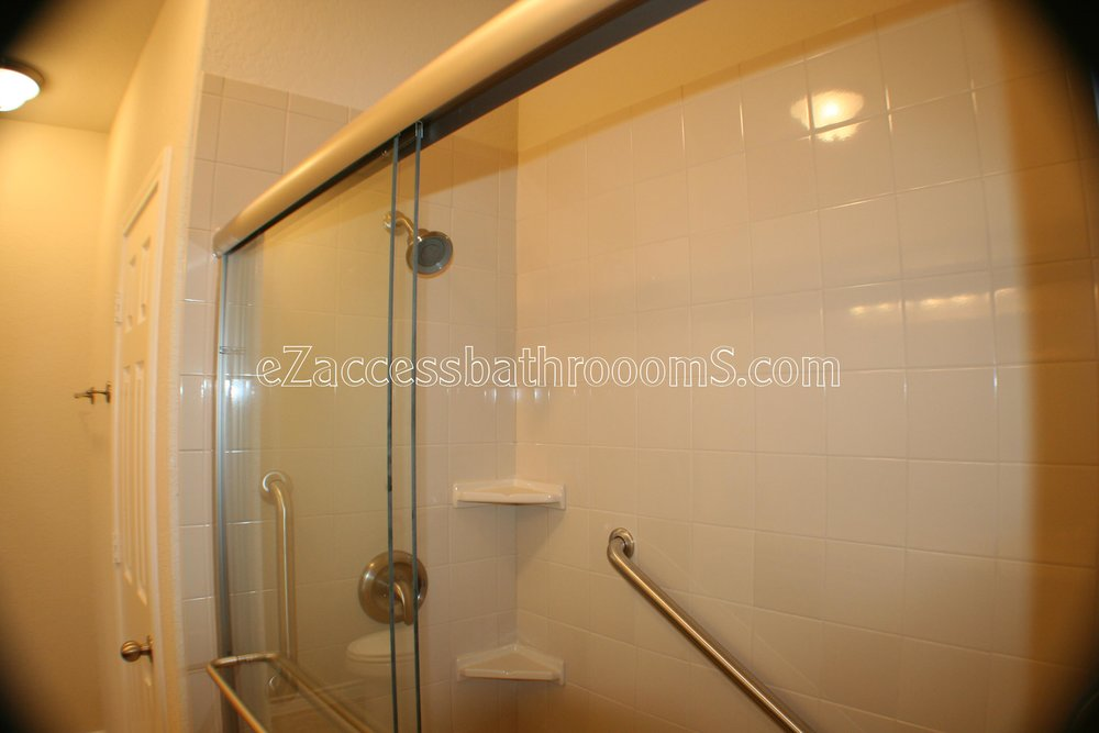 TUBTOSHOWERS CONVERSIONS EZACCESSBATHROOMS.COM 832202843 BRYANT 154.JPG