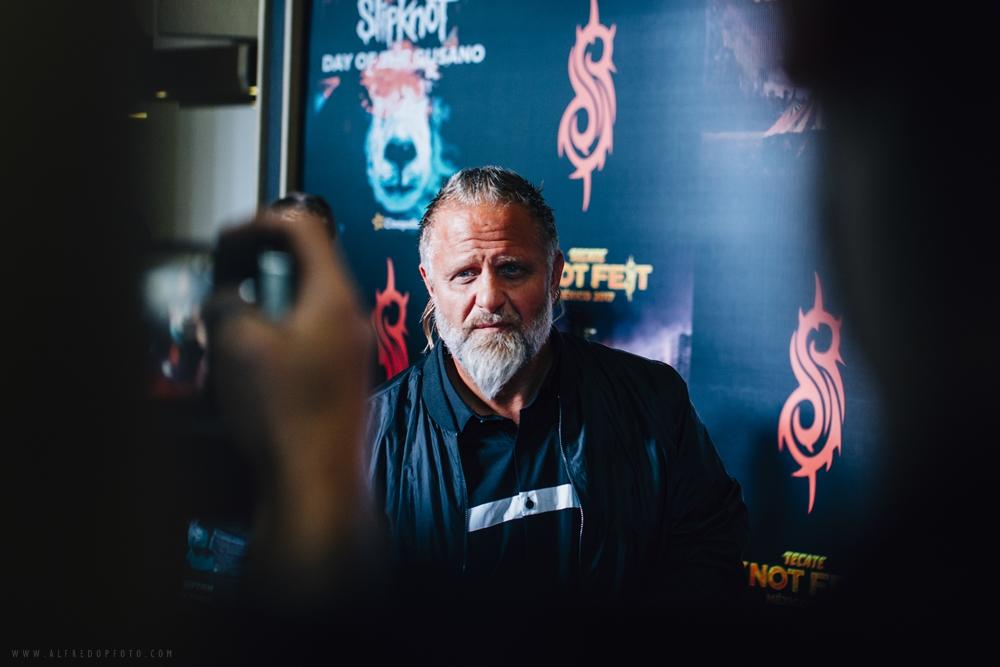 "Shawn ""Clown"" Crahan durante la alfombra roja realizada para la premiere exclusiva del DVD documental del grupo Slipknot titulado ""Day of the Gusano"". – Fotografía para Slipknot México."