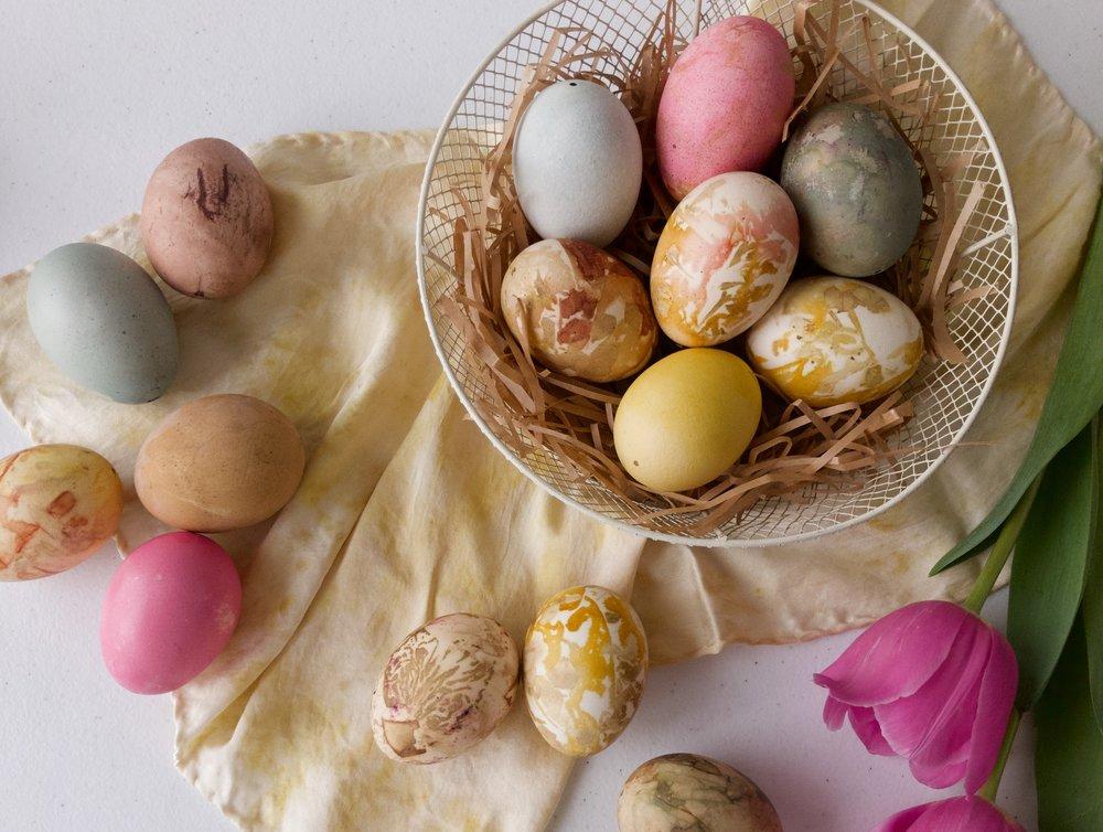 dye_easter_eggs_naturally_with_fruit_veg_flowers.JPG