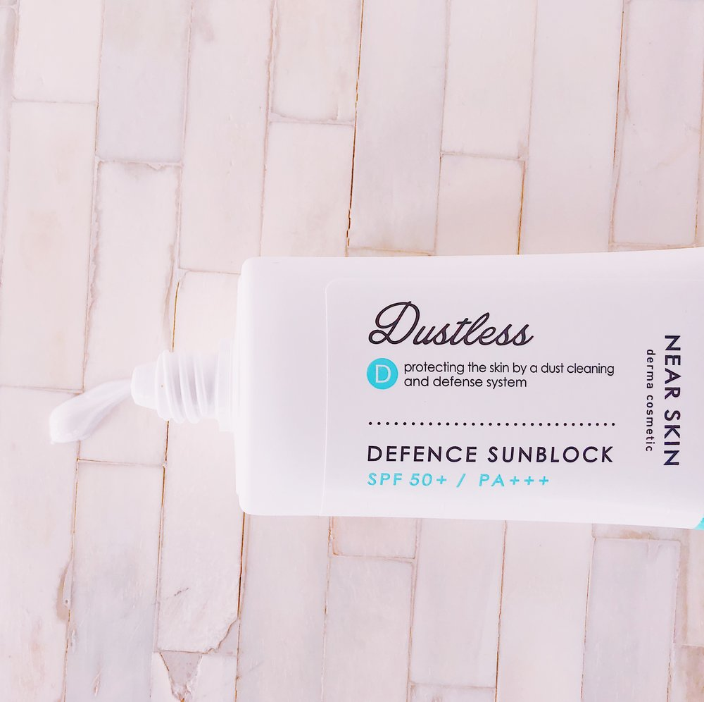 - Use as the last step in your morning routine. Take a twenty pence sized amount of product and dot evenly across face and neck. Pat gently until fully absorbed. Smooth edges (hairline, neckline and around ears) to ensure no visible line.