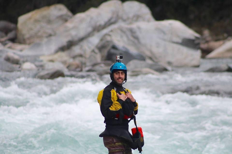 Diego Sepulveda Cerda - De profesión técnico en turismo aventura, amante de la naturaleza y amante de los deportes al aire libre, guía de Rafting y Trekking ademas kayakista de seguridad, hará de tu viaje una experiencia única e inolvidable