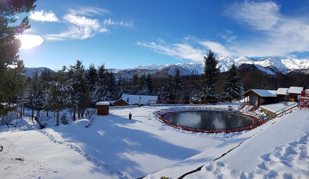 Termas de Chillán - Valle Hermoso, se destaca por ser uno de los destinos mas cotizados por turistas de invierno, esto debido a la calidad de sus aguas termales y un entorno único. Entérate de nuestros programas, aquí