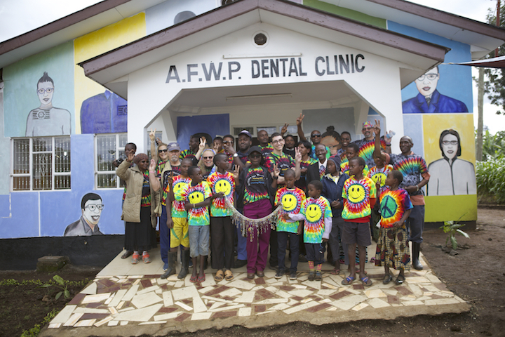 DENTAL-CLINIC-W-PEACE-SIGN.jpg