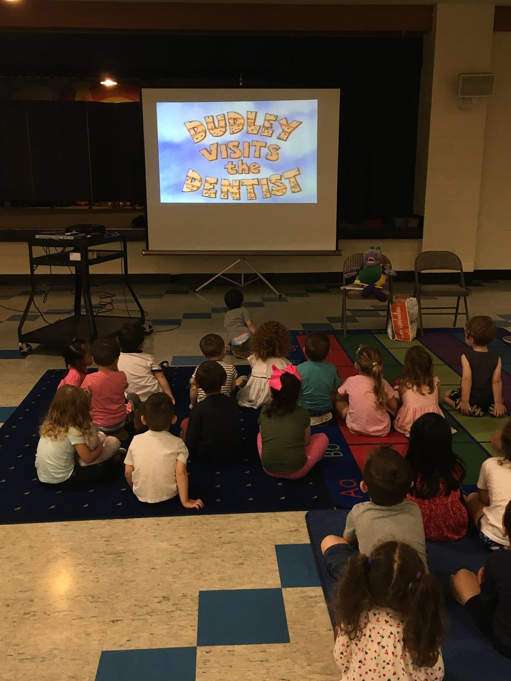 First, we watched a video about Dudley, who showed us everything that happens at a visit to the dentist.