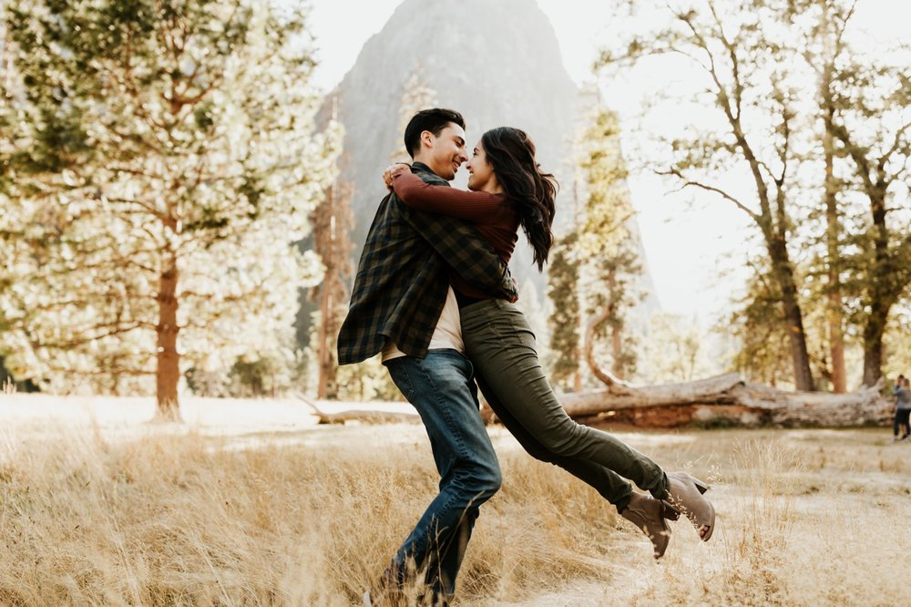15_Yosemite-National-Park-Engagement-Session-Emily-Magers-Photography36.jpg