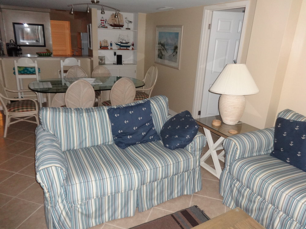 LIVING AREA WITH SOFA, QUEEN SIZE SLEEPER SOFA, CABLE TV & CEILING FAN.