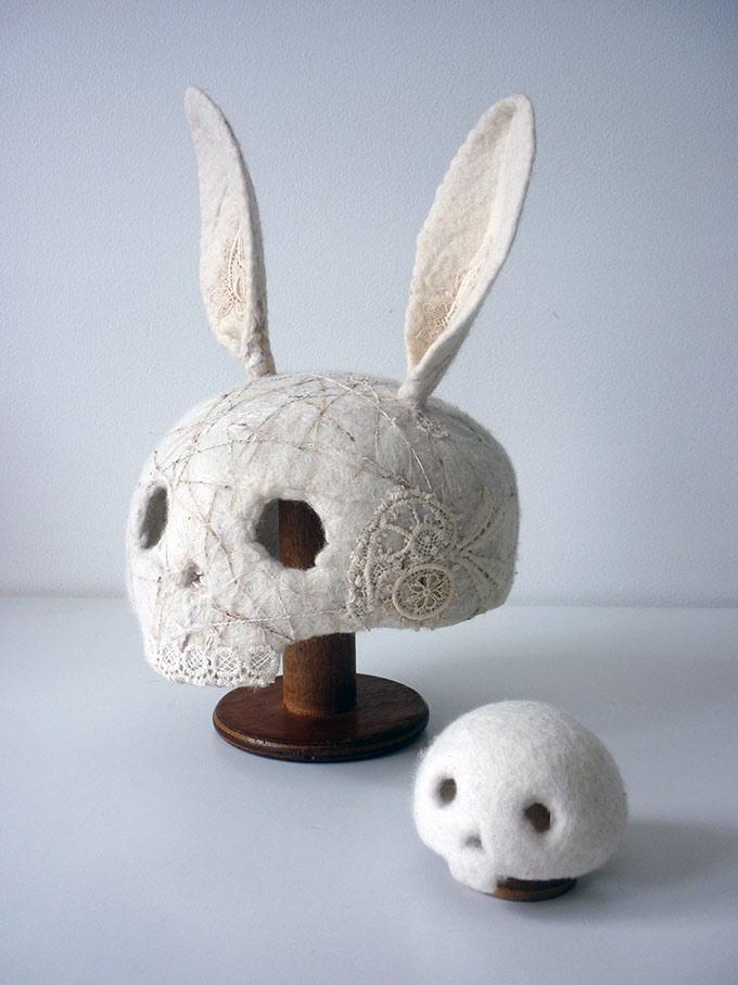 Artiste textile française CAM DUP - Camille Dupuis - crâne de lapin