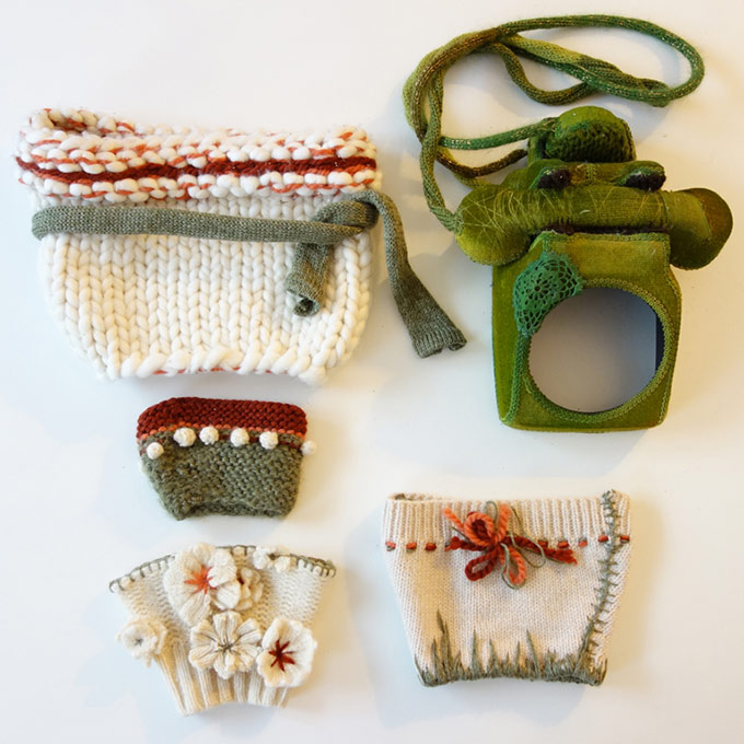 Artiste textile française CAM DUP - Camille Dupuis - téléphone en feutre et tricot