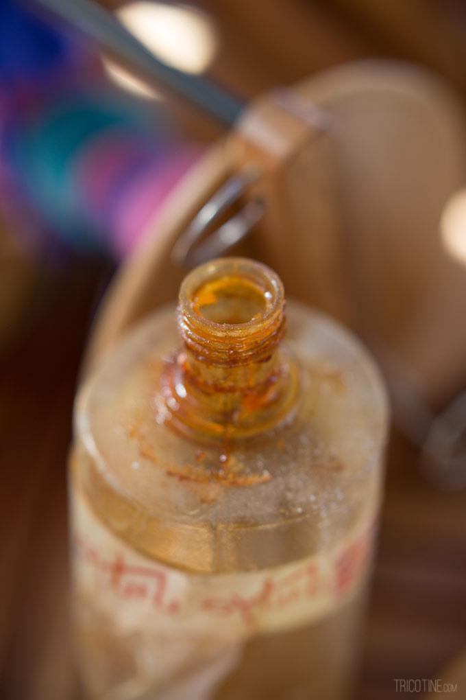 De l'huile de lin pour entretenir son rouet sur www.tricotine.com
