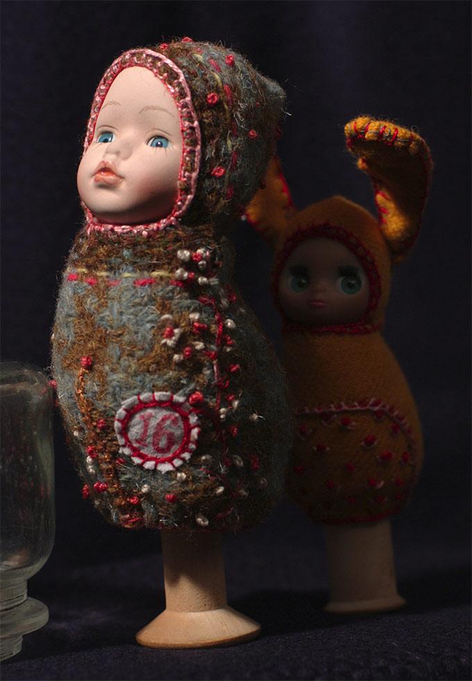 Interview de l'artiste Justine and Cow et ses poupees brodes sur Tricotin.com