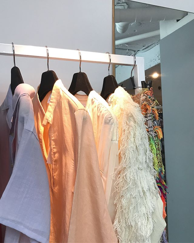 - - Dear friends in Taipei,  我們的2018春夏系列已在 @gem.gem.1048 獨家上市, 歡迎親臨現場感受服裝的質地與細節!  GEM敦南店 電話:02 2775 5653  住址:台北市敦化南路一段187巷14號一樓 - #shenyao #shenyaoss18 #ss18 #gemboutique #selectshop #newarrivals