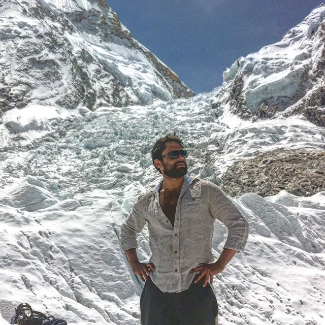 In 2012 I walked from Lukla to Mt Everest to work on an expedition for Walking With The Wounded, a charity that helps servicemen find careers after they have left the military following medical discharge. The expedition involved 5 servicemen, who had all been severely injured in Iraq and Afghanistan, trying to climb the mountain. 🇳🇵 🏔 🇳🇵 I was filming content as part of the PR campaign for the expedition but I had the chance to walk around Base Camp and see the infamous Khumbu Icefall. Then I took this rather ridiculous photo. ••• I'm eternally grateful for the opportunities that I've had to be associated on some incredible expeditions. Most importantly, it has allowed me to meet remarkable people doing far more impressive things than I could ever imagine doing. It helps put things in context. Unlike this photo.