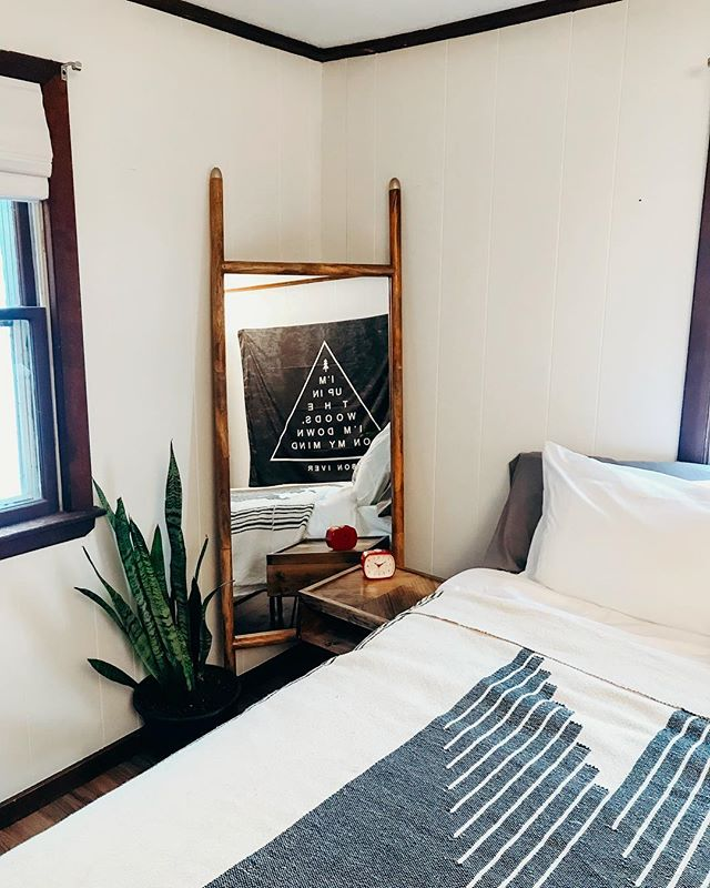 Love this little corner of the master bedroom - especially the night stands @annaszczekutowicz hand made for us! . Side note, don't forget to sign up for our email list (link in profile) to snag 10% off your first stay and a chance to grab the booking link before it goes public! February is booking up quickly and we're so excited to share this with you guys! ❤️ . . . #beforeandafter #bedroomdecor #bedroomgoals #designinspo #mountainhousedecor #loftstyle #chaletstyle #viennalodge #visitnh #northconway #northconwaynh #northconwayvillage #intervalenh #skithenorth #skitheeast #skithenortheast #newenglandcabins #newhampshirecabin #airbnb #airbnbnewhampshire #stayandwander #explorenh
