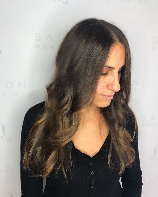 Wouldn't you see this and think she just got fresh highlights? Well Sorry but NOPE!! These highlights were done 1 YEAR AGO! Thanks to balayage technique you don't have to keep up with them unless your looking to go more blonde! Rita's been just continuing with base colors and toners! Color/cut/style by @ritacubellis_hair 💫