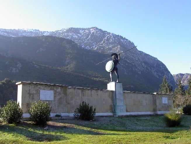 monumento en las termópilas.jpg
