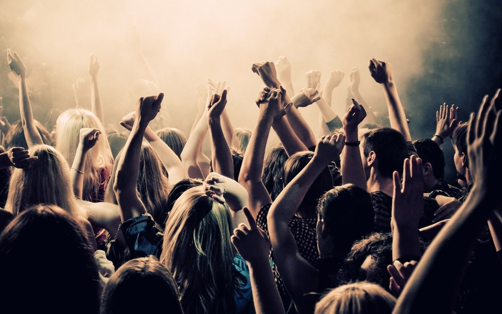 boy-girls-dancing-in-club-wide.jpg